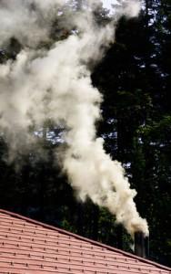 Wasserdampf, welche nutzbar für eine Brennwertheizung ist, welche die moderne Brennwerttechnik nutzt.